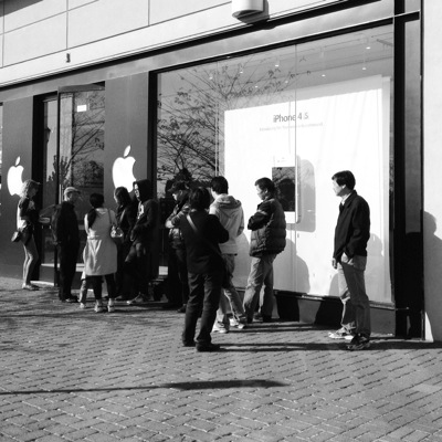 4S queue outside of an Apple store