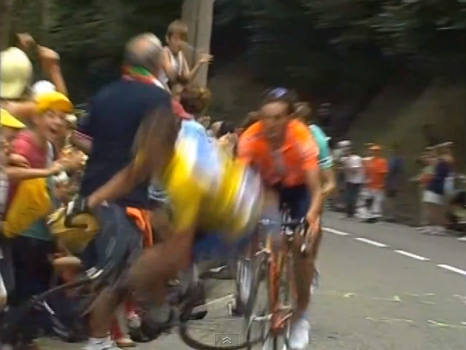 Armstrong falling on road to luz ardiden
